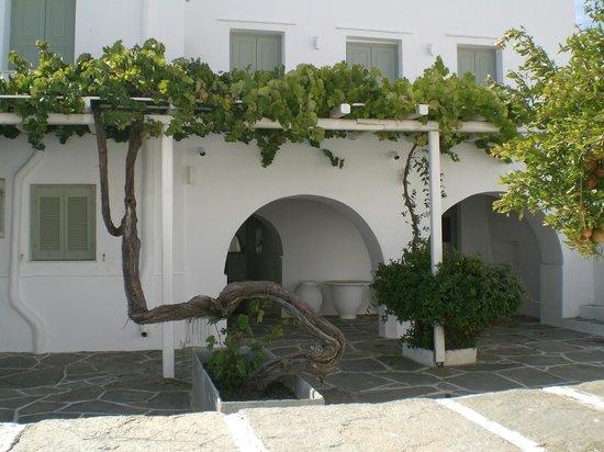 Myrto Hotel: Vue de l'extérieur