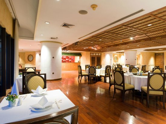 Montien Riverside Hotel: Emperor Restaurant