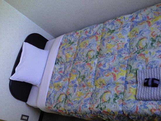 Rakusa Hotel : ベッド