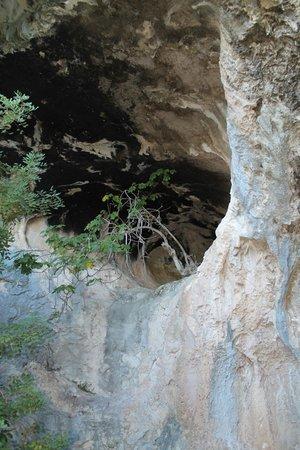 Cala Mariolu: пещера