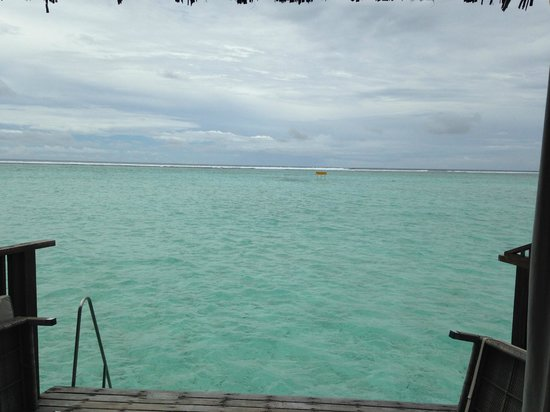 Cinnamon Hakuraa Huraa Maldives: ocean waves at the edge of the reef