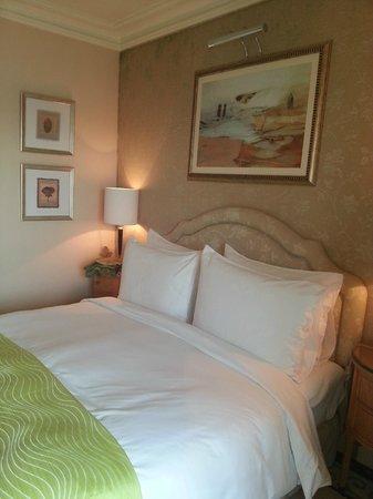 Kempinski Nile Hotel Cairo: Tidy Room