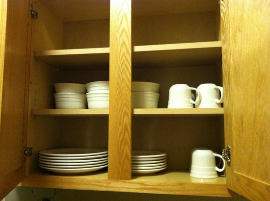 Vernon Inn and Suites: dishes