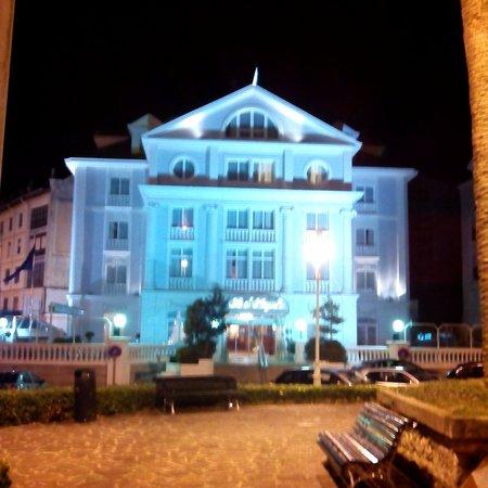 Hotel Hoyuela : Fachada del hotel...