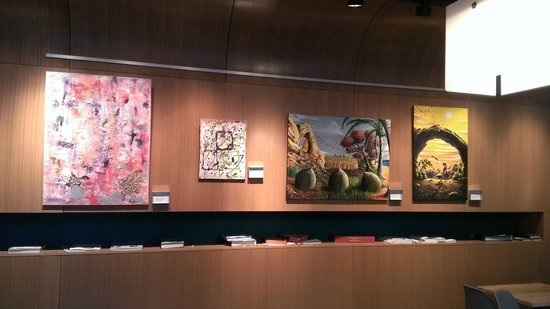 Aloft Chicago City Center: Nice Artwork in the Lobby