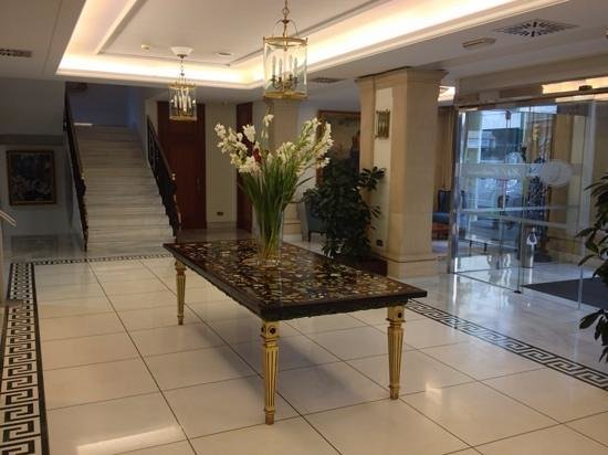 Hotel Continental: reception entrance