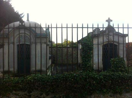 Chapelles des familles Berthier de Wagram et Murat.