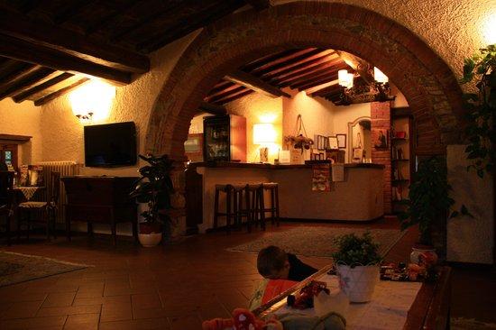 Hotel Colle Etrusco Salivolpi: Réception de l'hôtel