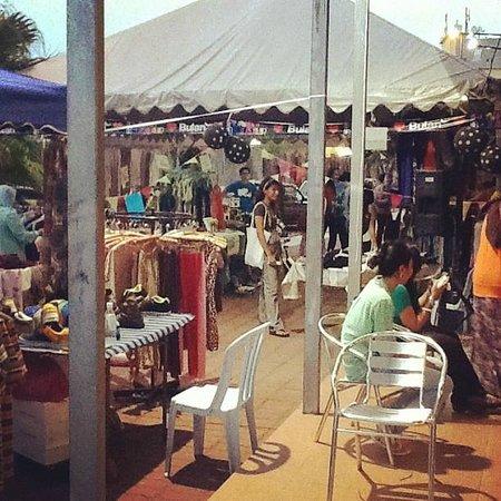 Bulan Kafe & Bistro : Bulan Funky Bazaar