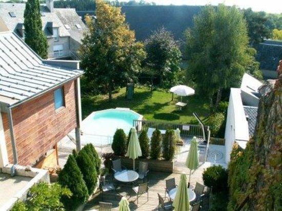 Hotel Restaurant Gilles Moreau : le jardin et la piscine