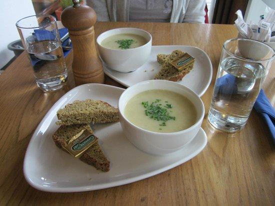Aroma Coffee Shop & Mini Bakery: zuppe di patate e cipolle