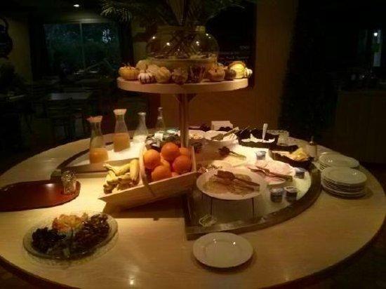 Hôtel balladins Bordeaux Merignac: Uno dei buffet per la colazione..