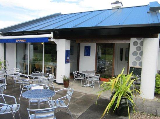 Aroma Coffee Shop & Mini Bakery: ingresso ed esterno