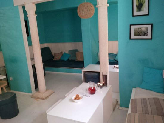 """Fresh* Sheets Hostel Dubrovnik Old Town: Relaxing area/""""bar"""" (close to breakfast and reception)"""