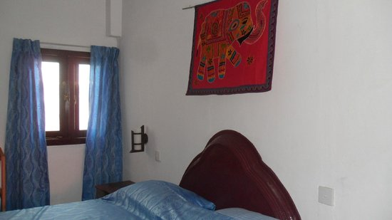Golden Sunset: Indian wall hangings in comfortable rooms