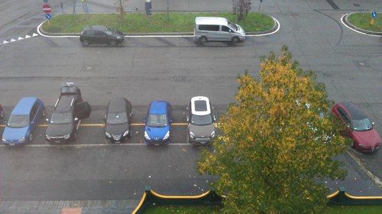 Alga: Parcheggio privato davanti all'hotel.
