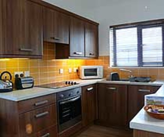 Scapa Flow Lodges: Well equipped modern kitchen