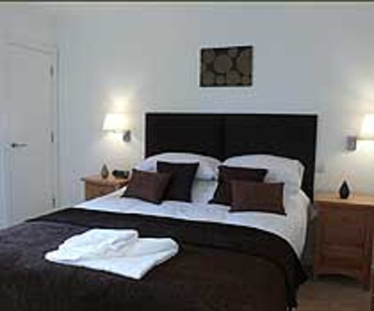 Scapa Flow Lodges: Comfortable King Size Beds