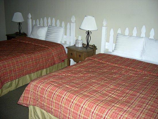 Big Sur Lodge: Auch die Bettwäsche war nicht einwandfrei.