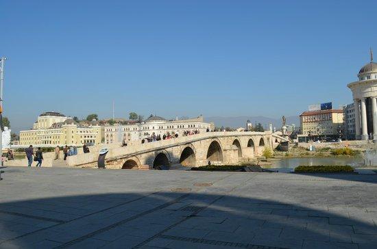 The Stone Bridge : Side view