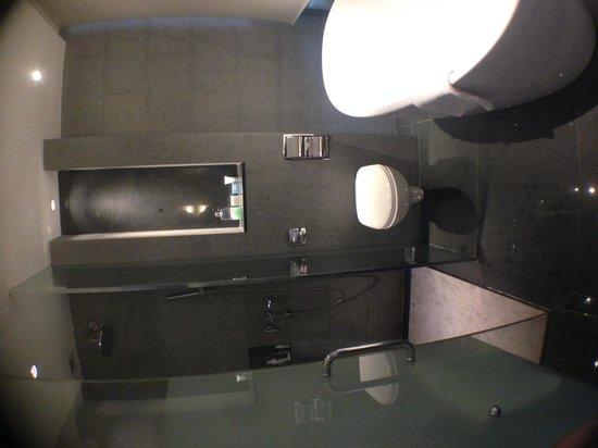 Furama RiverFront : Bathroom