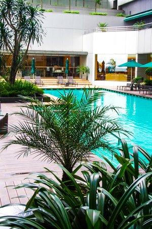 DoubleTree by Hilton Kuala Lumpur: pool side near tosca