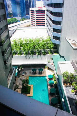 DoubleTree by Hilton Kuala Lumpur: 18th floor looking to 10th floor at the pool