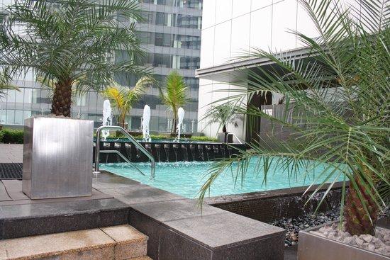 DoubleTree by Hilton Kuala Lumpur: pool side