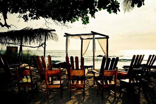 Ranchos Itauna: wedding ceremony on the beach set up