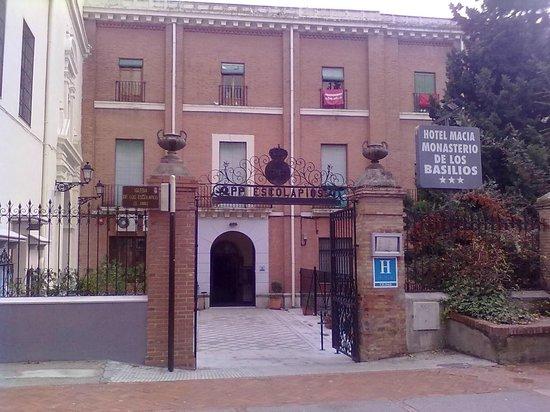 Macia Monasterio Los Basilios: fachada hotel