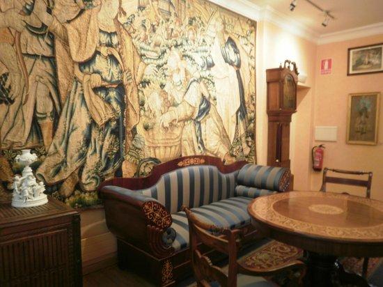 Emilia Pardo Bazan House Museum : Salon