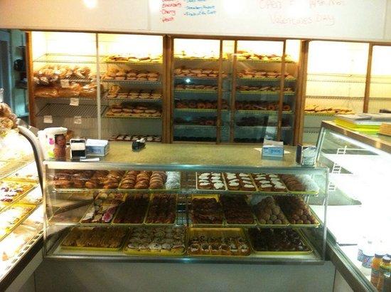 Louie's Bakery: Inside