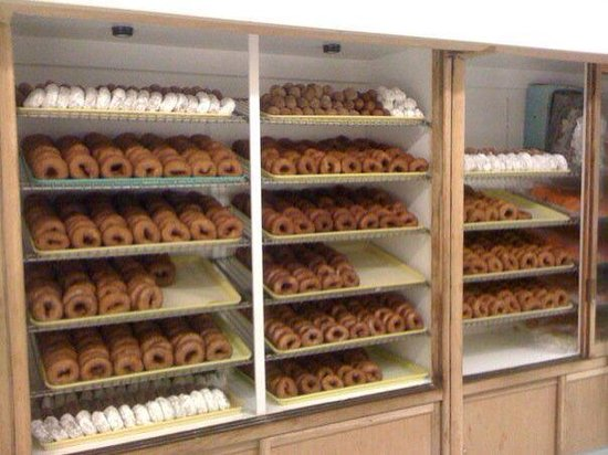 Louie's Bakery: Yes they have doughnuts or donuts ??