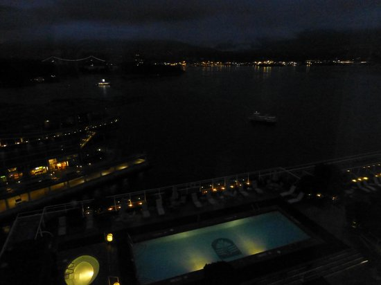 Pan Pacific Vancouver: Night time view from harbour view room