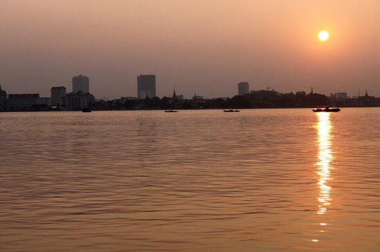 Phnom Penh Urban Adventures : Mekong Sunset