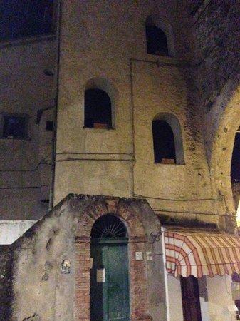 Palazzo della Marra : старинное здание 13 века