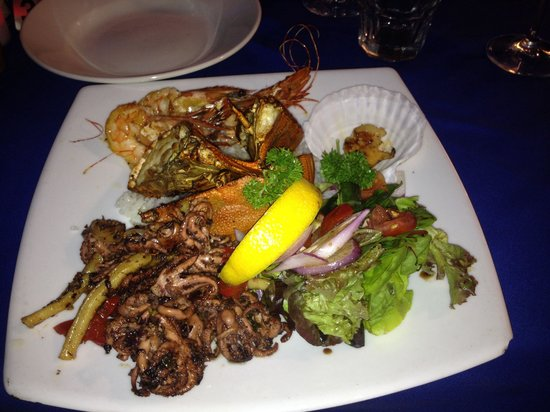 George's Steak & Seafood Restaurant: Seafood Platter for One