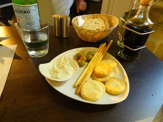 Dvenue : A complimentary platter - Heavenly blue cheese dip and stuffed olives with crackers and grissini