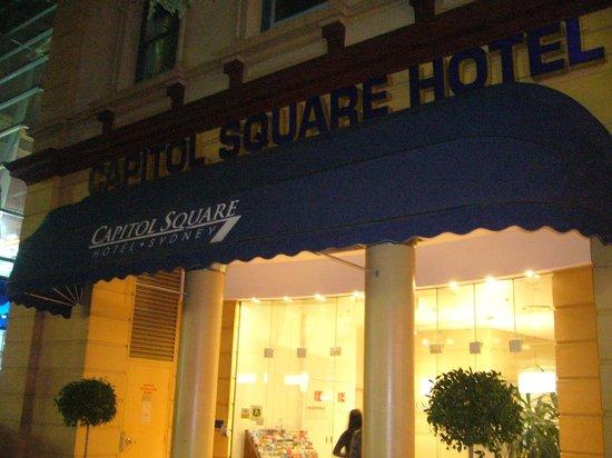 Capitol Square Hotel : Building