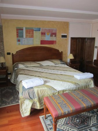 Hotel Rimini: huge double bed