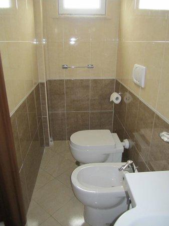 Hotel Rimini: Bathroom