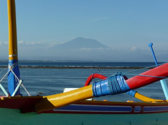 Respati Beach Hotel - Sanur: views from the resort of the volcano