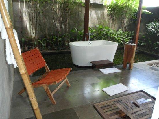 Luwak Ubud Villas : Taking a bath