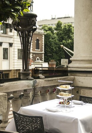 Enjoy the lovely view over piccadilly fotograf a de for Terrace bar grill