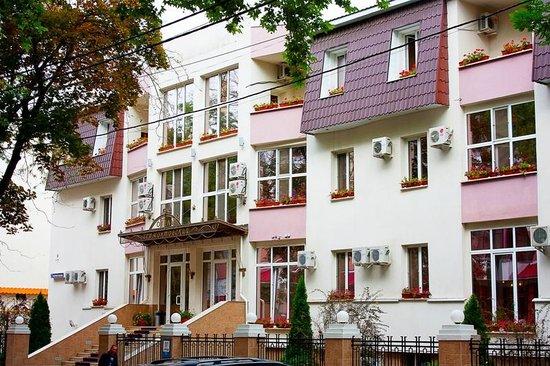 Lermontovskiy: Hotel exterior