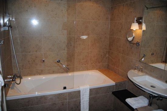 Badkamer Zwolle : Finestra ristorante - Picture of Sandton Hotel ...