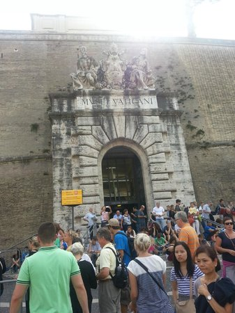 The Eternal City Tours - Private Tours of Rome & the Vatican: Vatican Entrance - Don't take a backpack