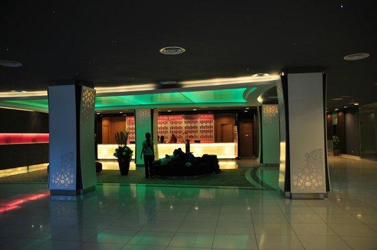 TH Hotel Kota Kinabalu: lobby