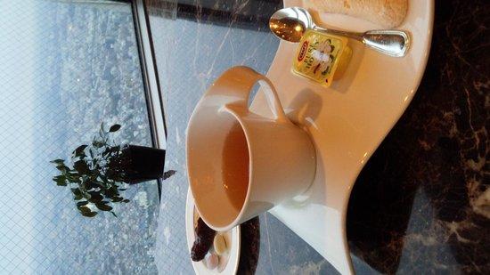Yokohama Royal Park Hotel: クラブラウンジから見る景色とお茶