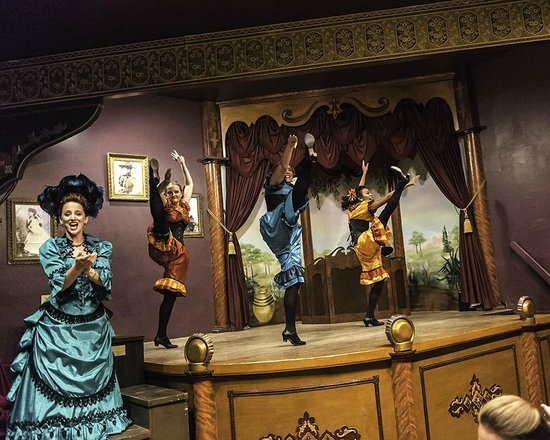 Boot Hill Museum: Miss Kitty and the dancers